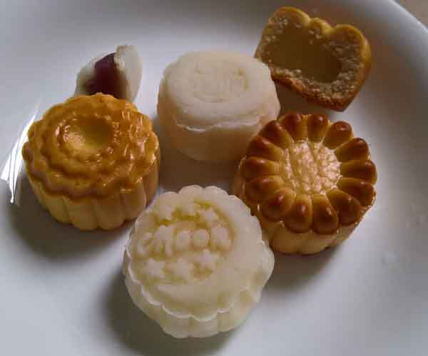 Different flavours of_Vietnamese mid Autumn festival moon cakes